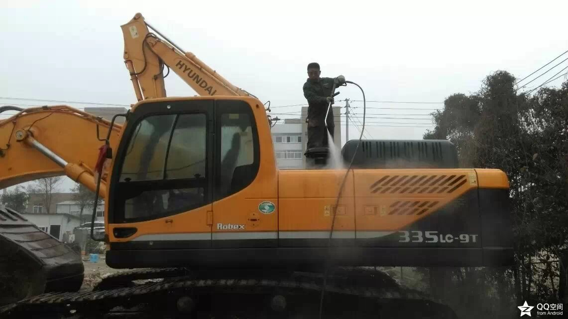How to Effectively and Efficiently Clean Construction Equipment